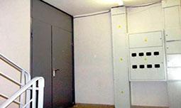 Тамбурные двери на лестничную площадку