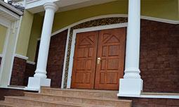 Двухстворчатые металлические двери