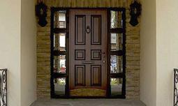 Входные двери с отделкой из массива дуба